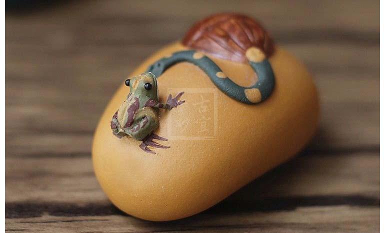 《喷水小青蛙莲蓬》宜兴紫砂壶手工紫砂茶宠配件